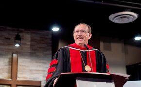 Iorg challenges grads to follow Christ as the magi did